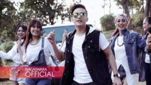 Lirik Lagu Sama Sama Happy - Ilham